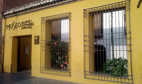 fachada-museo-artes-populares3